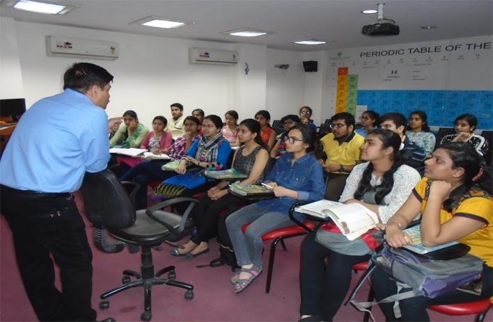 dr n k sharma sir taking class