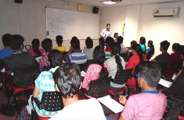 neet students with vipin sir